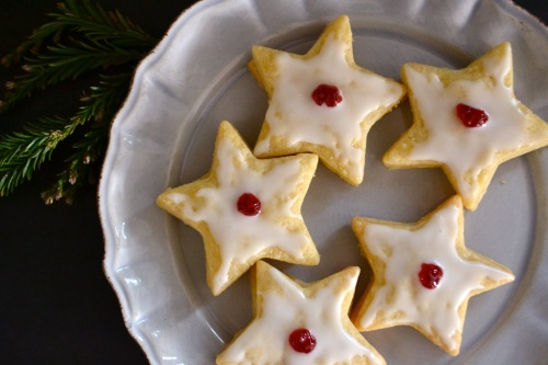 star cookies above bough